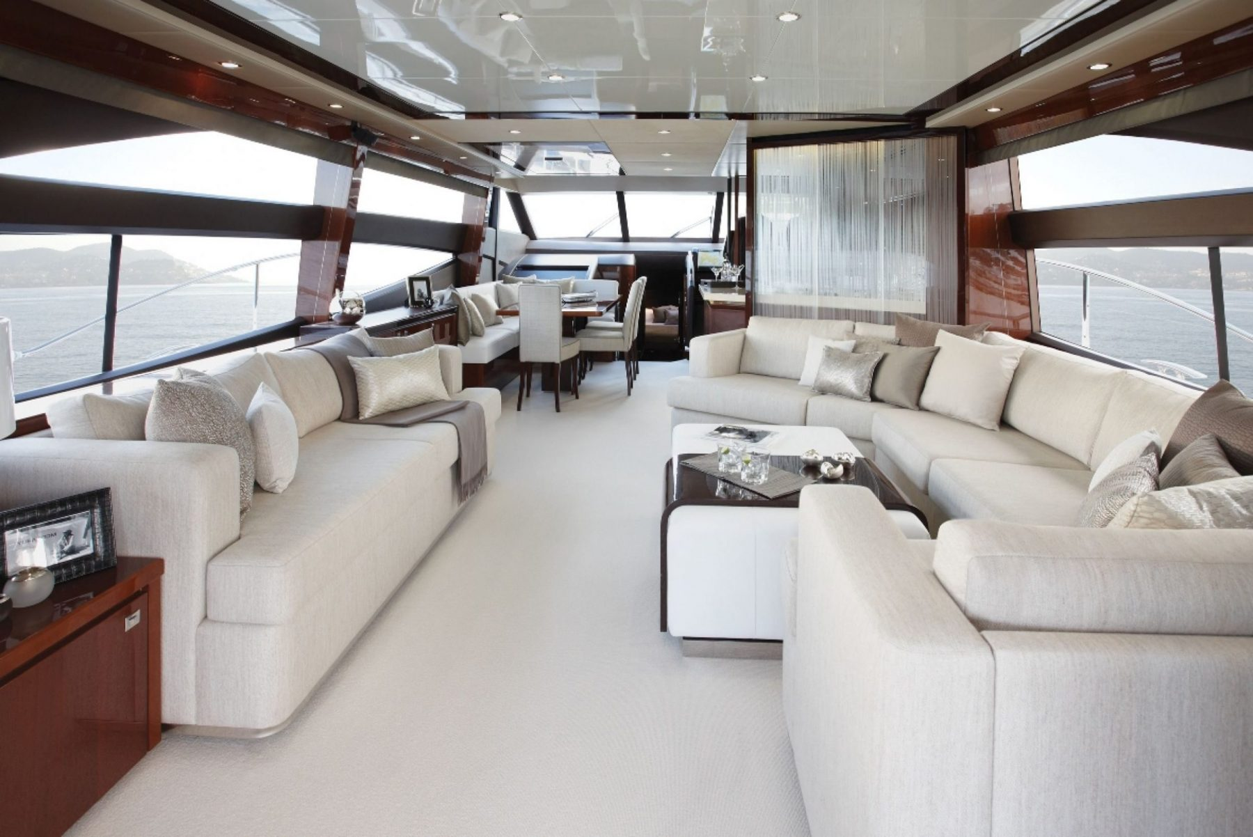 Princess 72my princess motor yacht sales for Interieur yacht