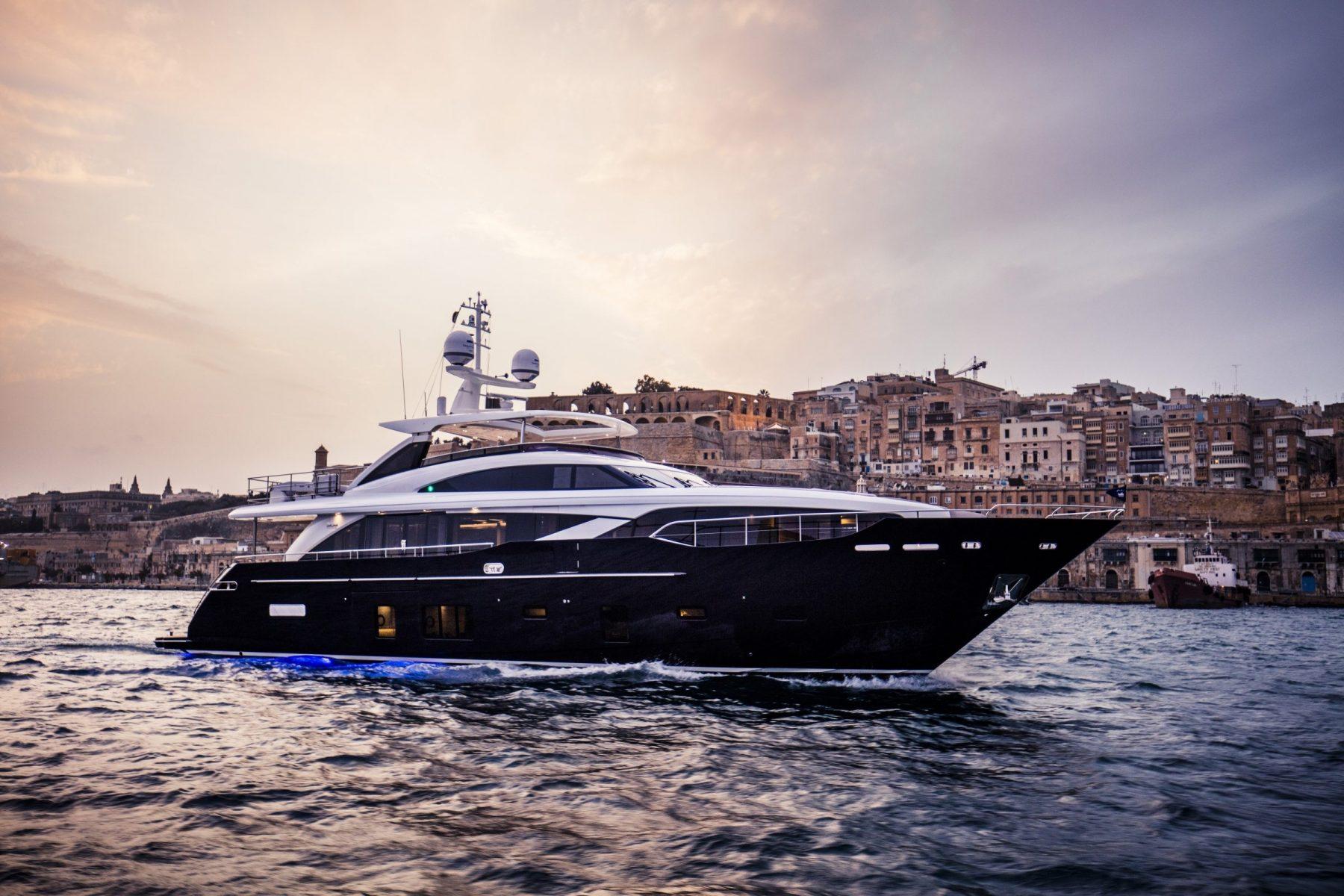 princess 30m princess motor yacht sales. Black Bedroom Furniture Sets. Home Design Ideas